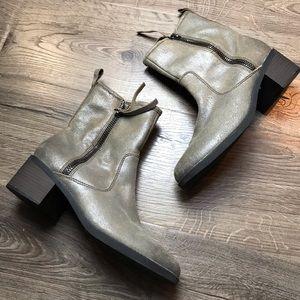 Clarks nevella Devon low zip boot taupe suede 9.5